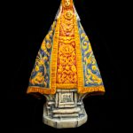 virgen en escultura de cerámica